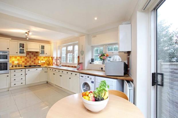 Sunningdale: Kitchen