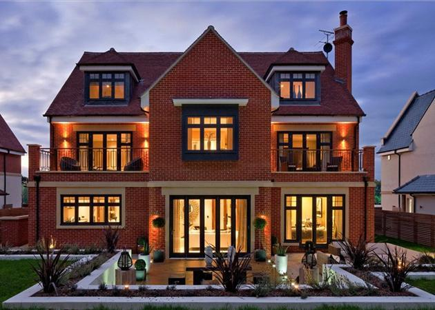 6 bedroom house for sale in chigwell grange high road for Six bedroom house for sale