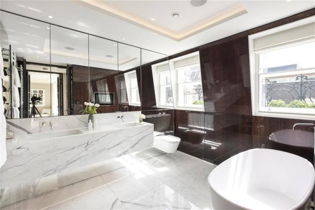 Pall Mall: Bathroom