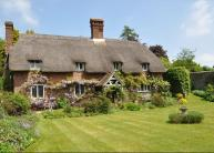 5 bedroom Detached house for sale in Petersfield Road, Ropley...