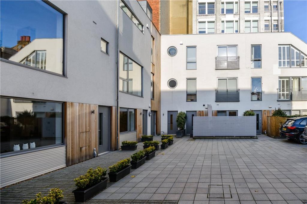 Courtyard : Ec1