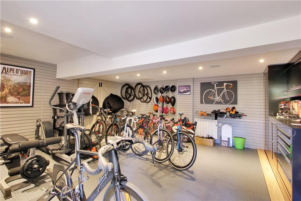 Gym/Cycle Store