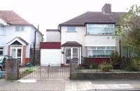 3 bed semi detached house in Roseheath Road, HOUNSLOW...