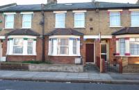 4 bed Flat in Standard Road, HOUNSLOW...