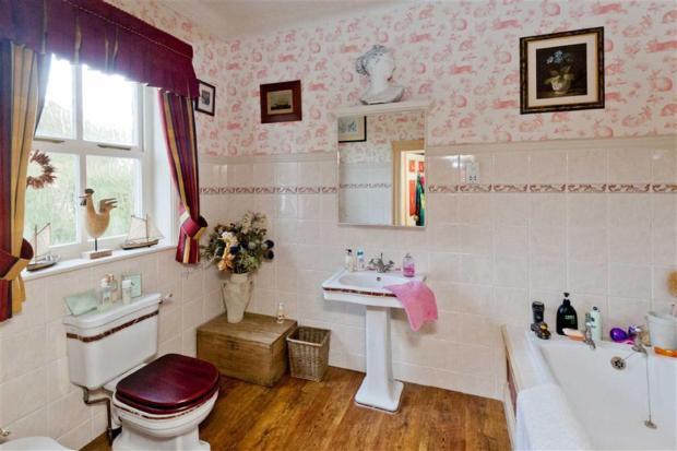 Large En-Suite Bathr