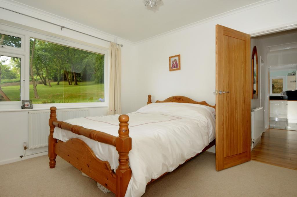 3 bedroom bungalow for sale in lower odcombe yeovil for Bedroom furniture yeovil