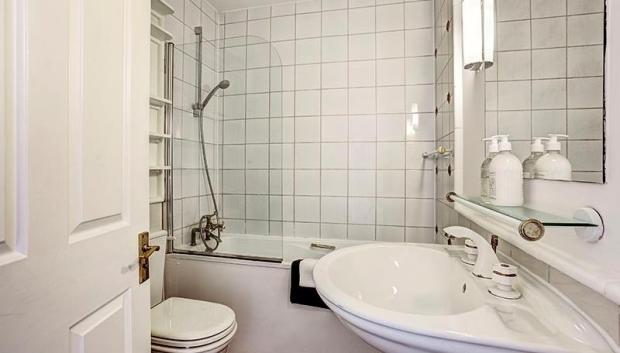 Bathroom (sample shot)