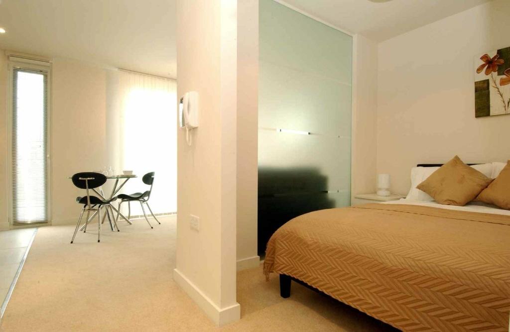 Studio Apartment Manchester studio apartment to rent in spectrum, block 1, blackfriars road