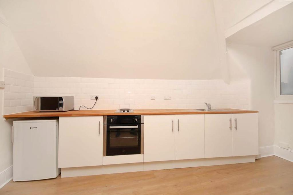 KITCHEN SHOT 1.jpg
