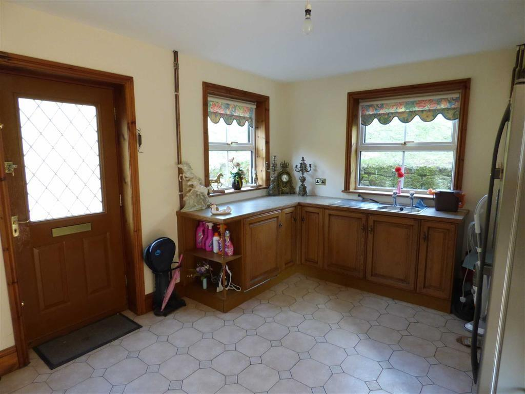 LARGE UTILITY ROOM