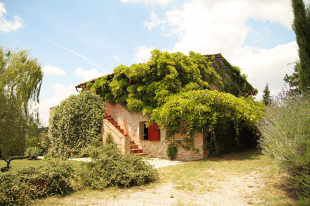 5 bed Farm House for sale in Tuscany, Siena, Chiusi