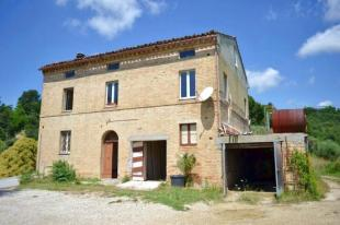 Farm House for sale in Carassai, Ascoli Piceno...