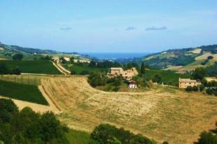 Farm House for sale in Carassai, Ascoli Piceno...