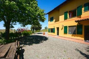 Farm House in Mombaruzzo, Asti...