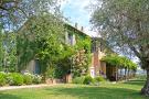 10 bedroom Farm House in Citt� della Pieve...