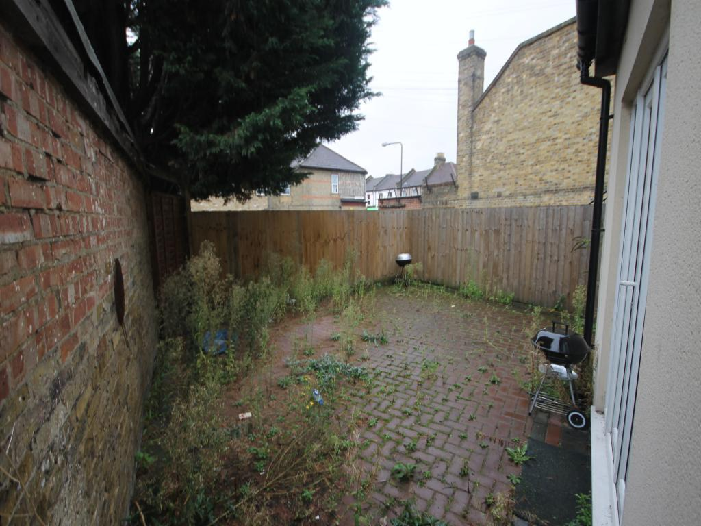 1 bedroom flat to rent in St. James's Street, Walthamstow ...
