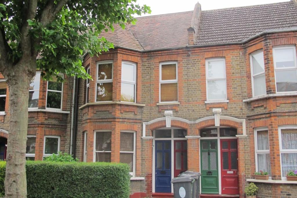 2 Bedroom Flat To Rent In Edward Road London E17 E17