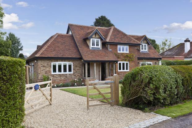 3 Bedroom House For Sale In Silkmore Lane West Horsley Surrey Kt24 6jb Kt24