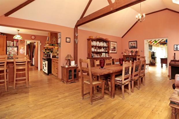kitchen dining 1.jpg