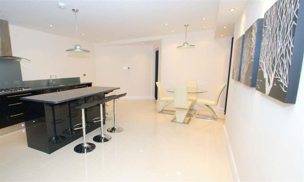 3 Bedroom Penthouse To Rent In Park Avenue Roundhay LS8 LS8