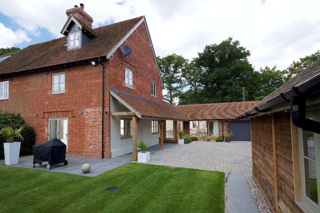 Balmer Lawn Cottage