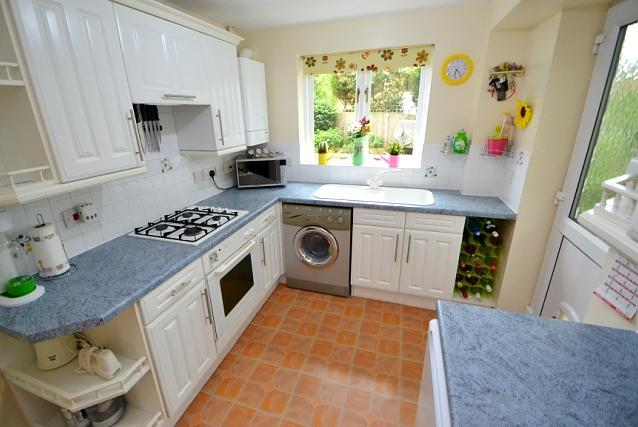 3 Bedroom Detached House For Sale In Verwood Bh31