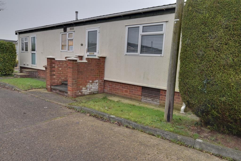 2 Bedroom Park Home For Sale In Hillcrest Park Wilbury