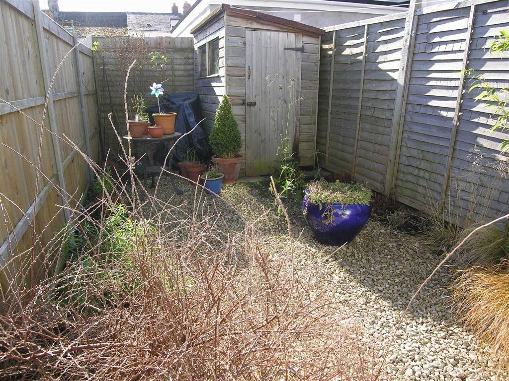 REAR GARDEN/COURTYAR