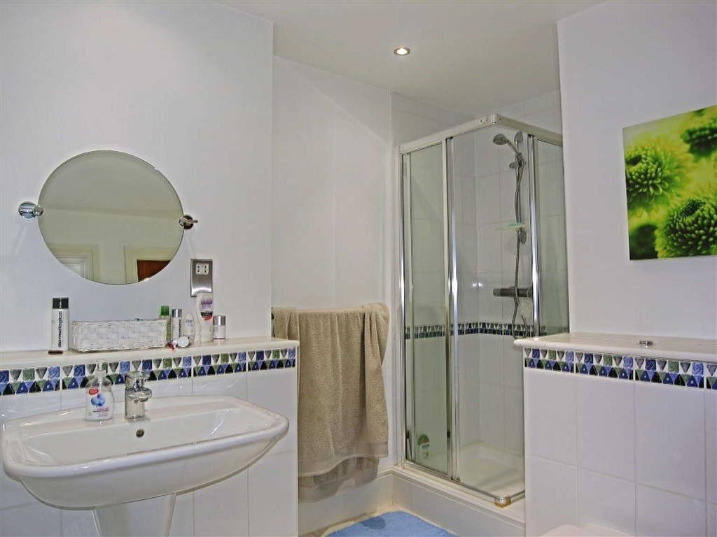 EN SUITE - SHOWER RO