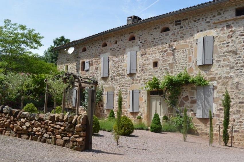 Character Property in Castelnau-de-Montmiral...