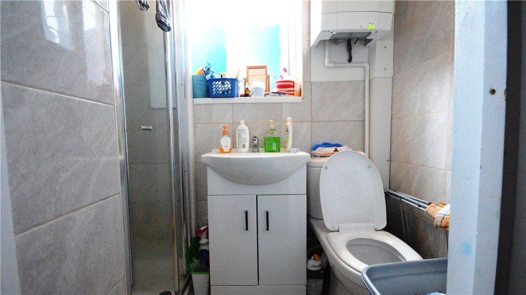 Studio 4 Bathroom