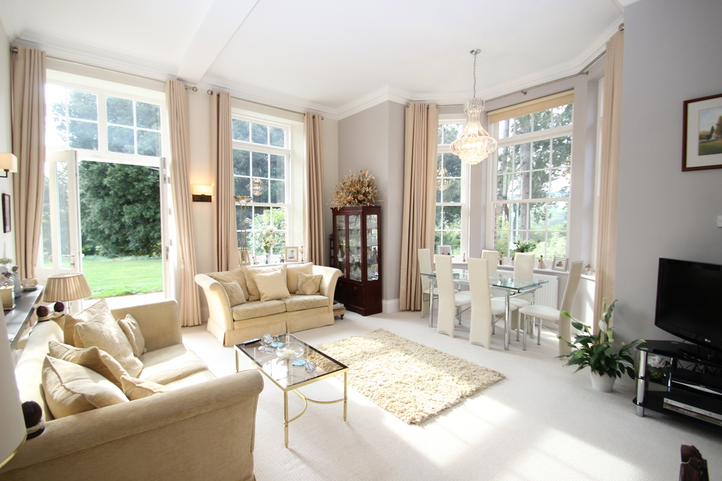3 Bedroom Apartment For Sale In Gatcombe Park Newport