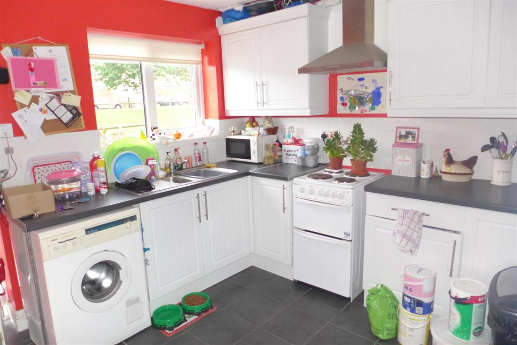 2 bedroom terraced house for sale in railway terrace north for Terrace kitchen diner