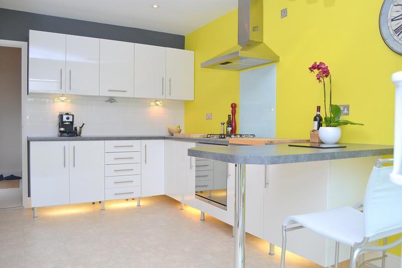 Grey kitchen unit ideas for Gray and yellow kitchen ideas