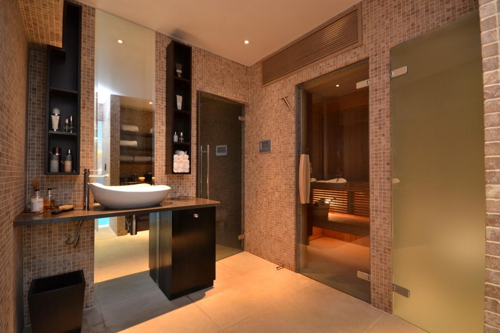 Poolside Shower Room