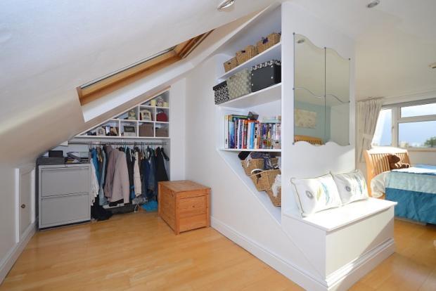 Master Bedroom showi