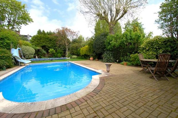 Garden/swimming Pool