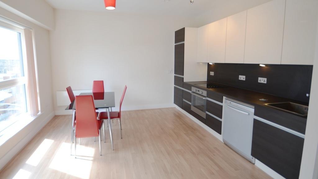 2 bedroom apartment to rent in skyline plaza basingstoke. Black Bedroom Furniture Sets. Home Design Ideas