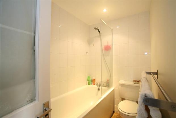 P1478 - Bathroom.jpg