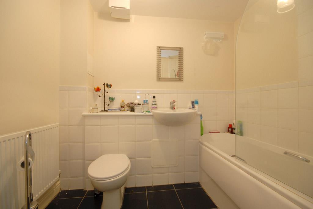 P1278 Bathroom.JPG