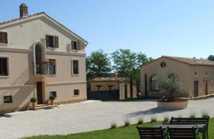 6 bedroom home for sale in Le Marche, Macerata...