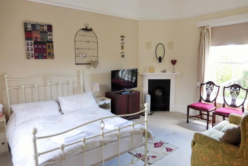 Cottage 2 - Living/Bedroom