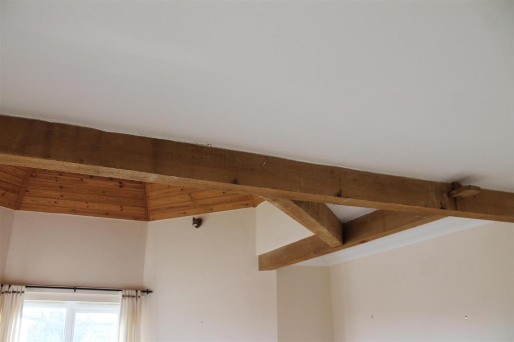 Lounge Beams