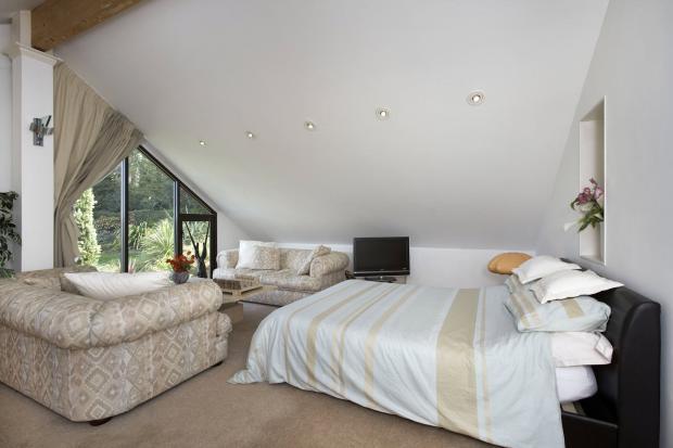 Bedroom2/Guest Suite