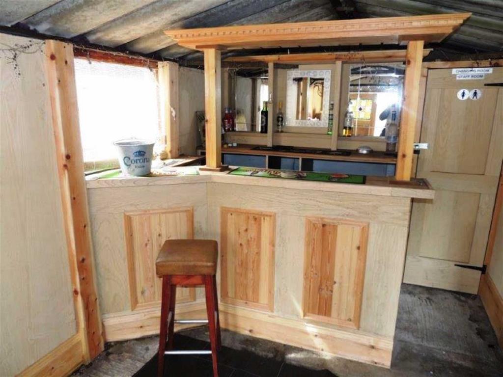 Detached Garage/ Bar