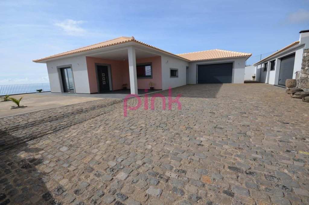 house for sale in Estreito da Calheta...