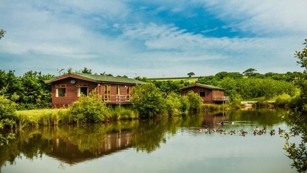 Lodges & Lake