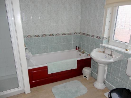 Apartment Bathroo...
