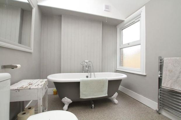 mortimer- bathroom b