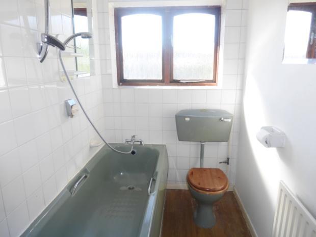 peartree- bathroom